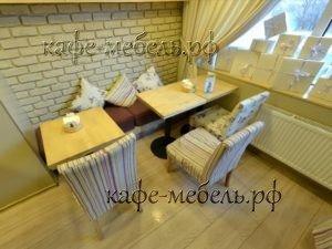 мебель столики семейного кафе