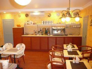 станция официанта в кафе кондитерской