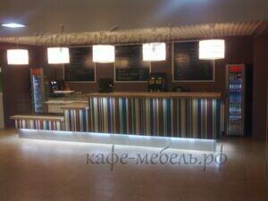 барная стойка с меловыми досками для кафе