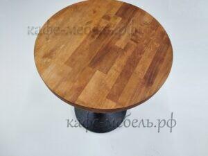 деревянная столешница круглого столика для кофейни