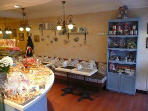 кафе кондитерская прилавок и гостевая зона