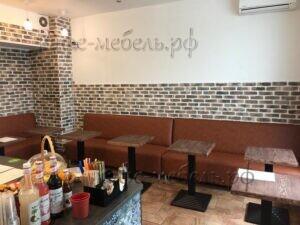 квадратные деревянные столики для кофейни