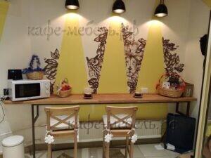 мебель кофейни пристенный барный стол дерево и металл