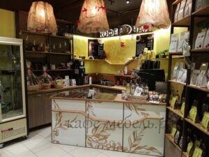 мебель для кофейни стойка и рабочая зона из дерева