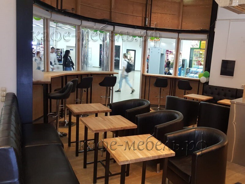 Расстановка мебели в гостевой зоне кафе